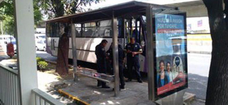 Mujer muere en una balacera durante asalto a un transporte público en Naucalpan