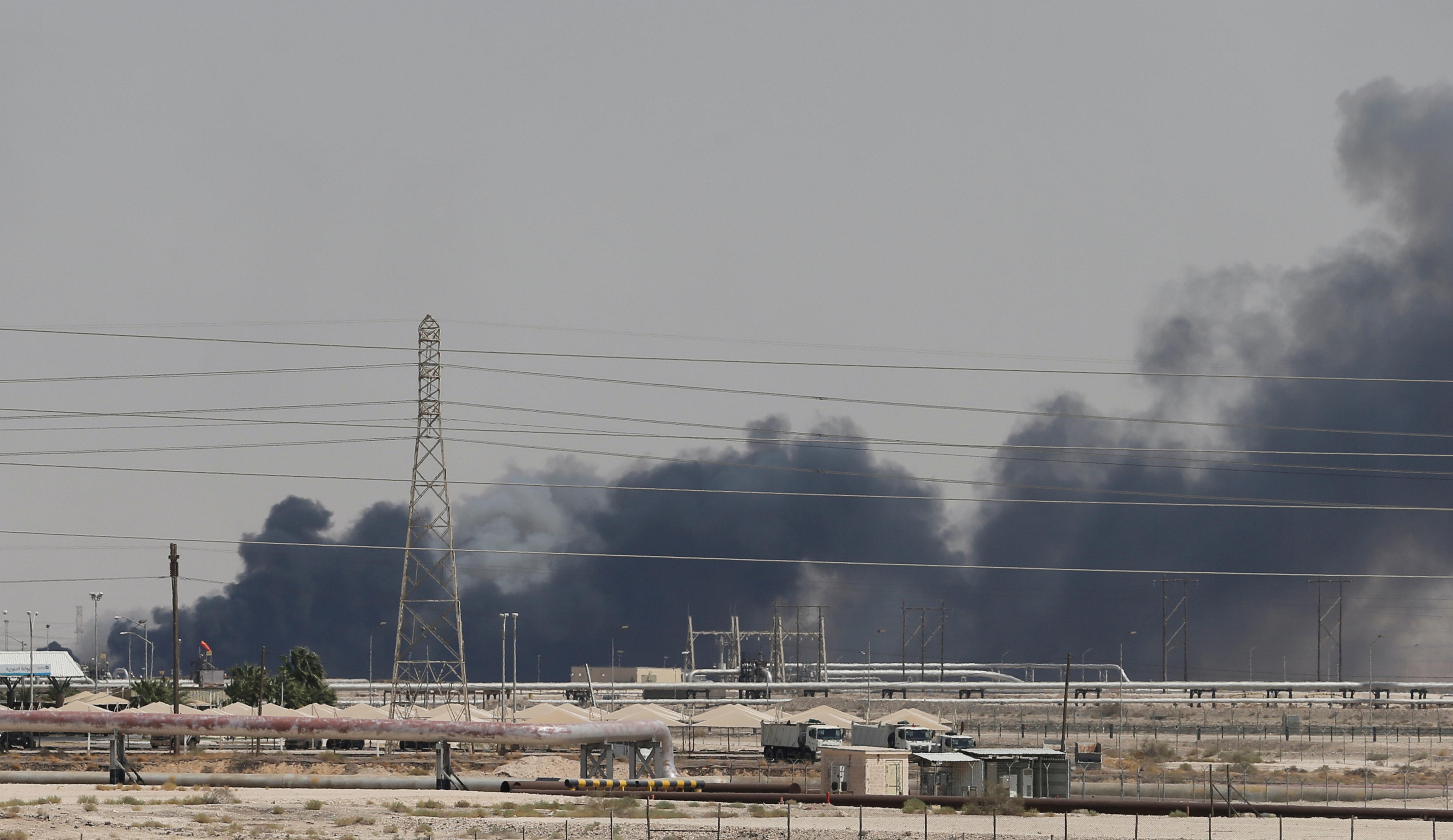 Ataque contra industria petrolera de Arabia Saudita provoca alza histórica del crudo