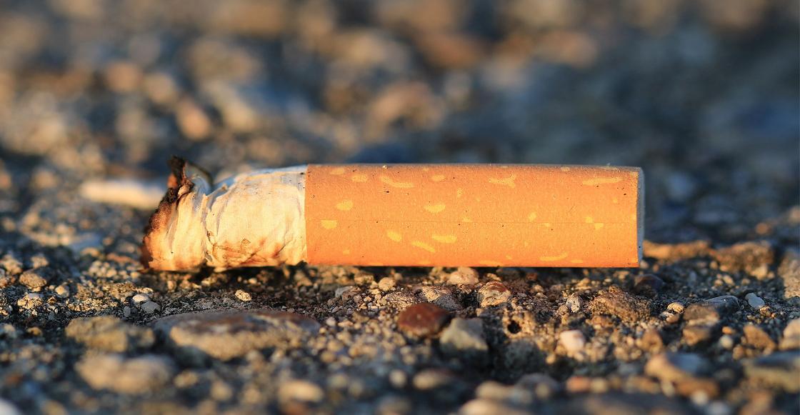 ¿Tiras las colillas de cigarro en la calle? Podrían multarte hasta con 25 mil pesos en CDMX