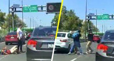 La audacia: Conductores de microbús atropellan, golpean y roban a ciclista en la CDMX