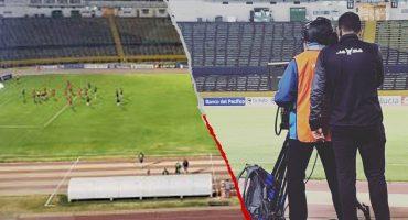 A falta de VAR: Árbitro anuló un penal luego de ver la jugada en una cámara de TV