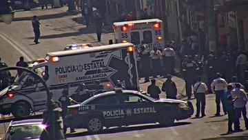 Caballos de la policía se asustan con la pirotecnia y provocan accidentes en calles de Toluca