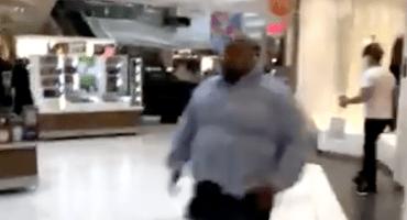 Un hombre irrumpió con su camioneta en un centro comercial de Illinois