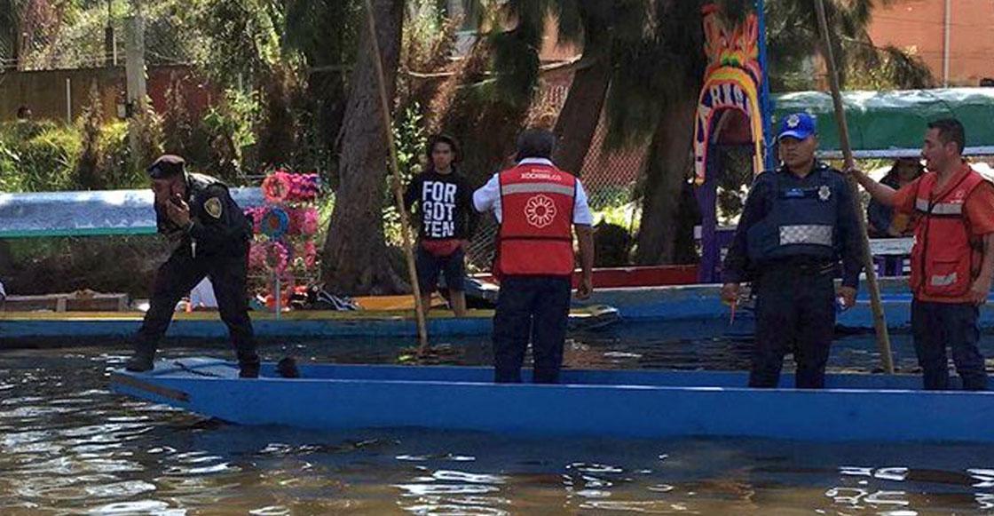 Jóvenes caen de trajinera en canal de Xochimilco; hay un desaparecido