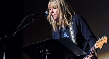 Kim Gordon se pone minimalista con el video de