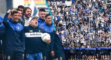 Maradona rompe en llanto con la multitudinaria bienvenida de la afición de Gimnasia
