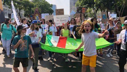 En imágenes: Jóvenes y niños encabezan la marcha por el clima en la CDMX