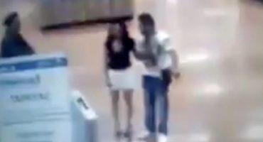¡¿Pooor?! Mujer sale de un supermercado de la CDMX y al pedirle una revisión se desnuda