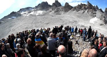 Adiós al Pizol: suizos organizan funeral por el derretimiento del glaciar