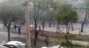 Presuntos porros explotan cohetones y petardos cerca de la prepa 8 de la UNAM