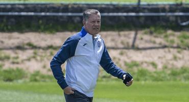 ¿Se la Peláez? Lo que sabemos de la posible salida de Ricardo Peláez de Cruz Azul