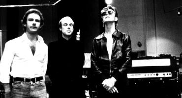 We could be heroes? Robert Fripp demanda a los herederos de David Bowie por no darle el crédito en 'Heroes'