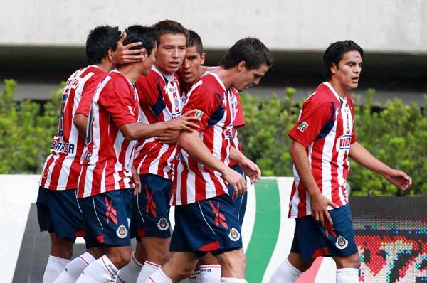 ¡'Canasta llena'! Así vivió Guillermo Ochoa su último Clásico Nacional ante Chivas