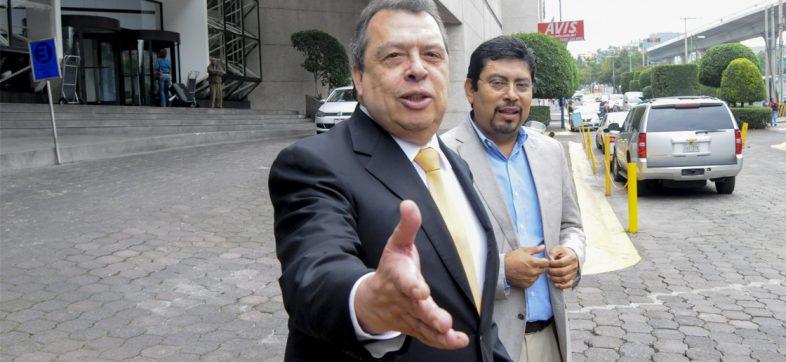 Exgobernador de Guerrero declaró ante la FGR por caso Iguala; negó vínculos con el crimen