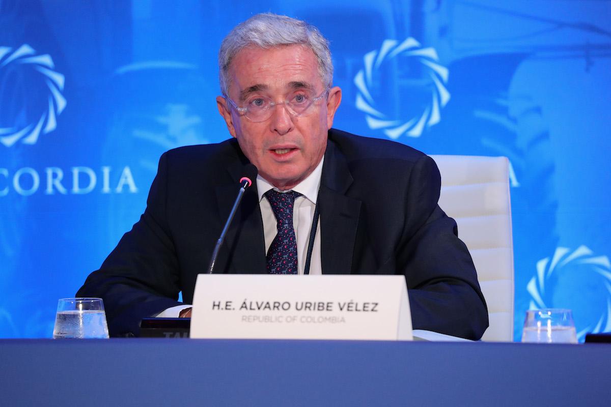 Alvaro-uribe-colombia-investigación