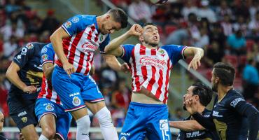 Pumas rescató el empate ante Chivas que terminó otra vez con 9 jugadores