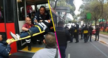 Taxista choca contra unidad del Metrobús en Insurgentes; hay al menos ocho heridos