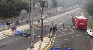 Encapuchados bloquean Insurgentes Sur y piden... ¿liberación de presos en Chile?