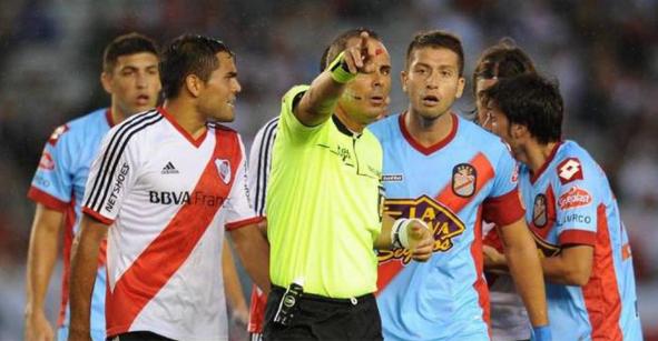 Exárbitro aceptó haber ayudado a River Plate y a Almeyda antes del descenso
