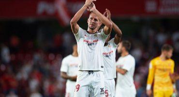 Cabezazo milagroso de De Jong le da el triunfo al Sevilla; 'Chicharito' fue titular
