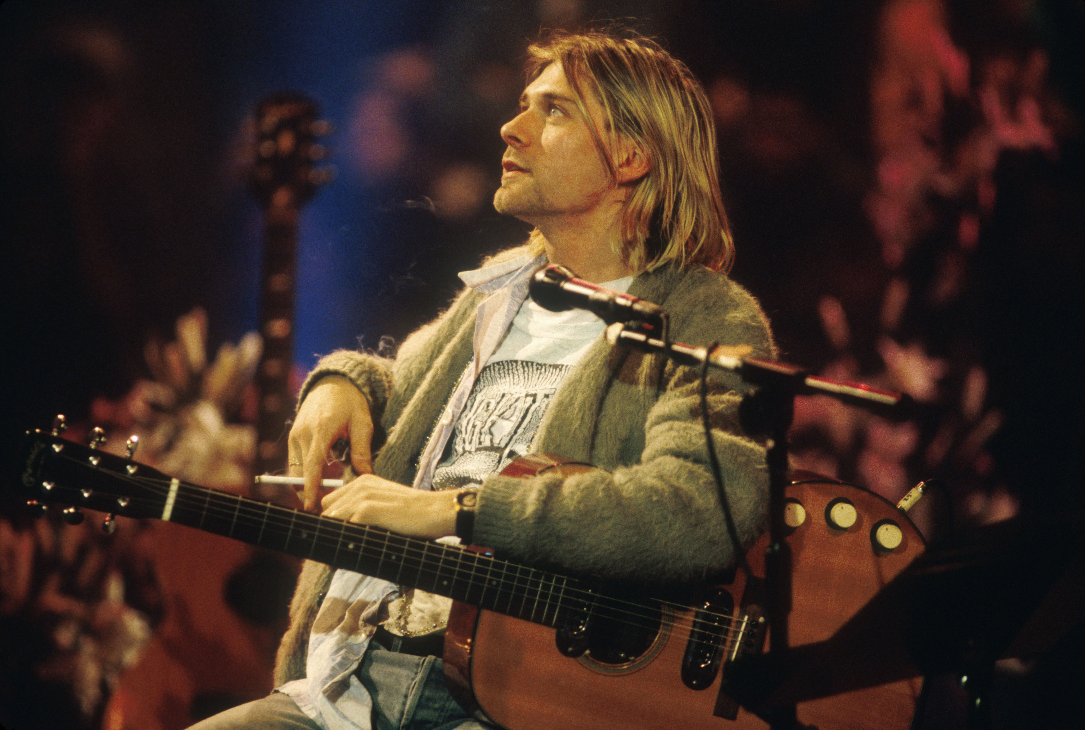 ¡Vendido! El legendario cárdigan de Kurt Cobain fue subastado por ¡334 mil dólares!