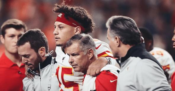 Así fue la lesión que dejó a Patrick Mahomes fuera del Chiefs vs Broncos