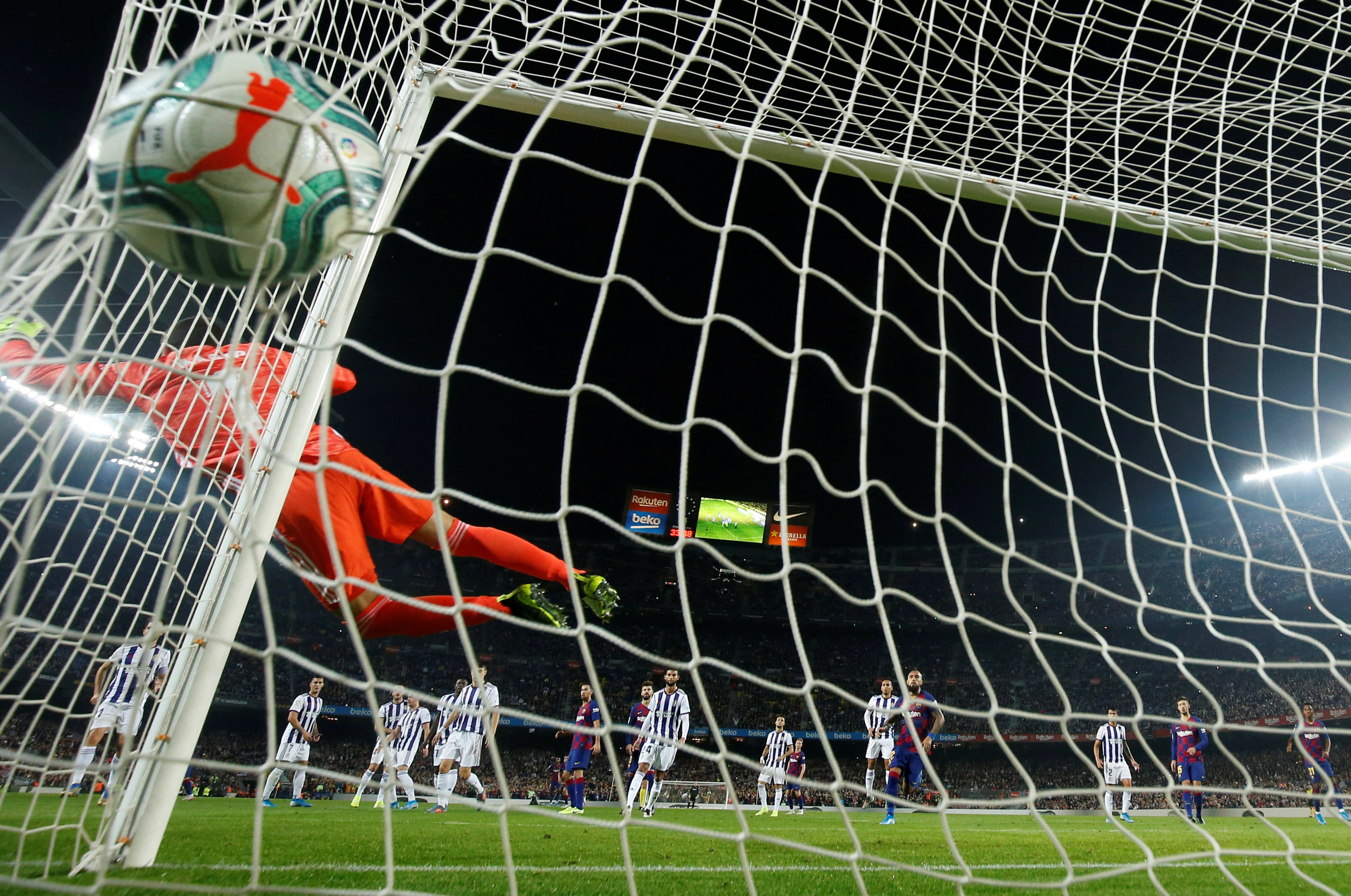 En imágenes y videos: Así fue el GOLAZO de Messi al Valladolid