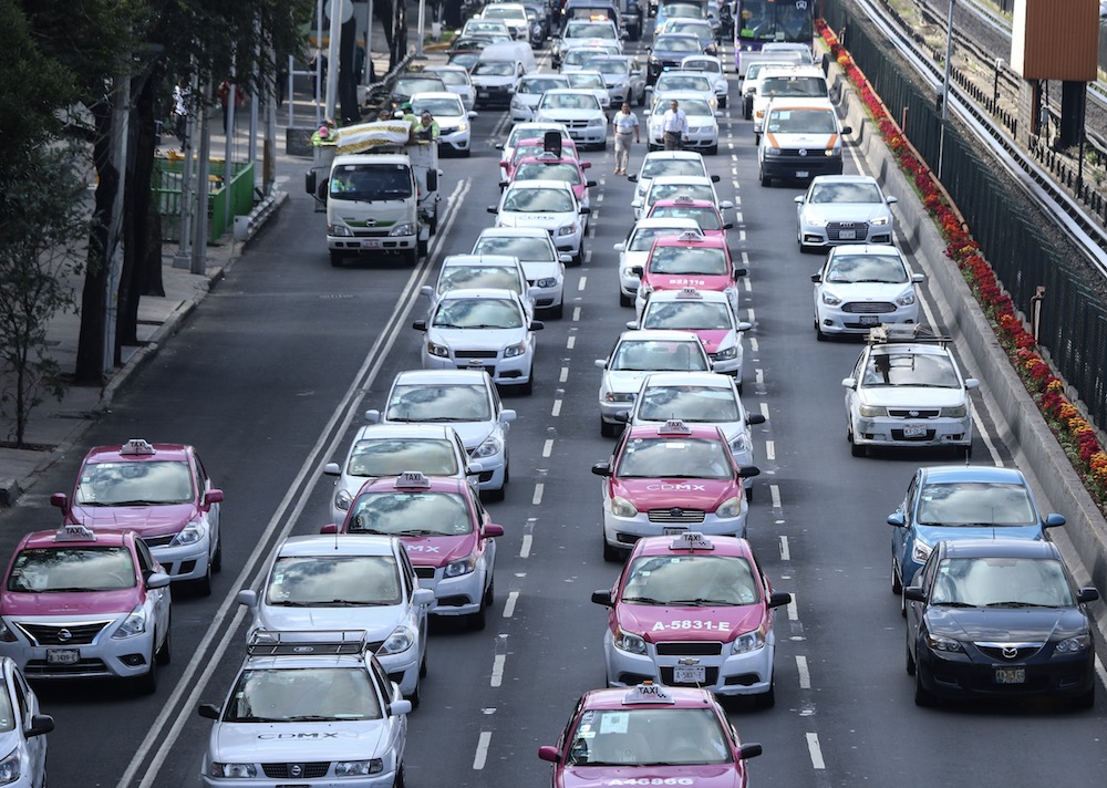 Bloquean taxistas Terminal 1 del AICM | Nacional