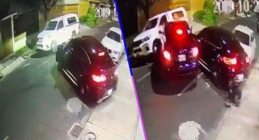 Conductor atropella con su camioneta a sujetos que irrumpieron en su hogar