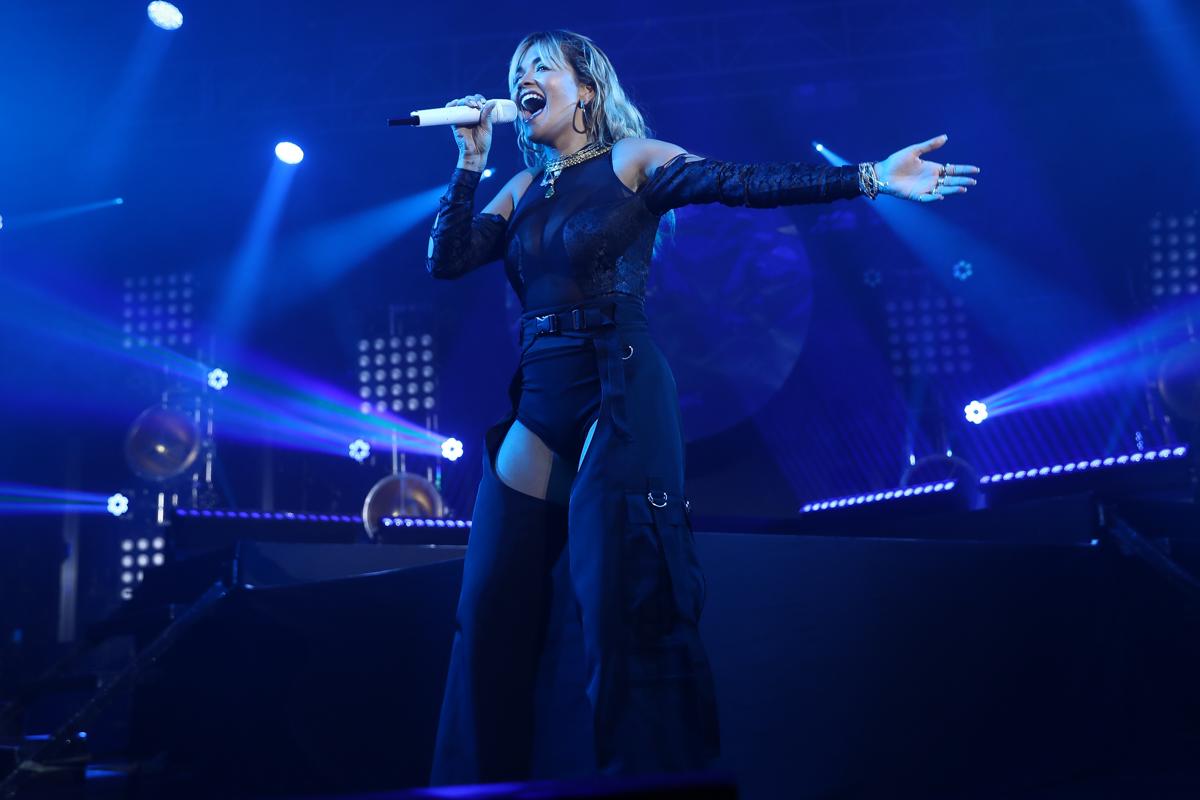 Rita Ora Amex Gold 6