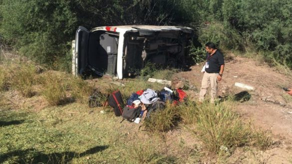 Se accidenta camioneta donde viajaban reporteros que cubren gira de AMLO