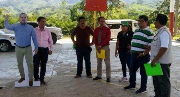 Ideas brgs: Alcalde de Chiapas usa foto en tamaño real para no perderse ningún evento