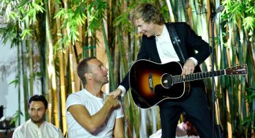 Beck une fuerzas con Chris Martin para tocar una versión india de