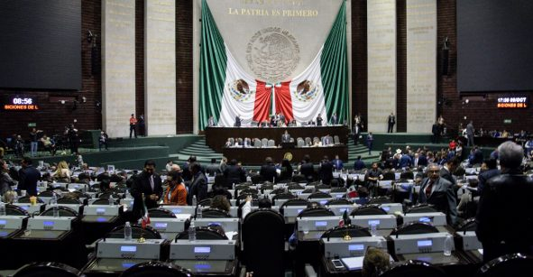 Morena propone sancionar con trabajo comunitario a mujeres que aborten