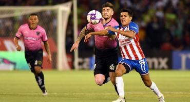Chivas le da la vuelta a Juárez en el agregado y alarga la agonía