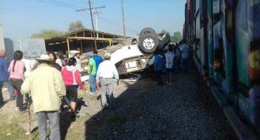 Chofer en Querétaro intentó ganarle el paso al tren y provocó accidente con al menos 9 muertos