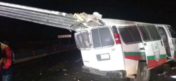 Muere migrante camerunés en choque de camioneta del INM en Sonora
