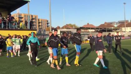 Equipo inglés abandona partido de la FA Cup por expresiones de racismo contra el portero