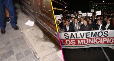 Alcaldes acuden a Palacio Nacional para exigir recursos; acusan que les echaron gas pimienta