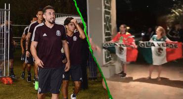 Héctor Herrera se puso guapo (más) e invitó al estadio a los dos aficionados ignorados por la Selección