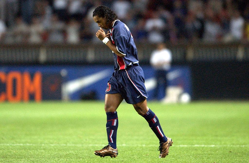 El noble gesto de Ronaldinho en el PSG que terminó en fiesta con mujeres
