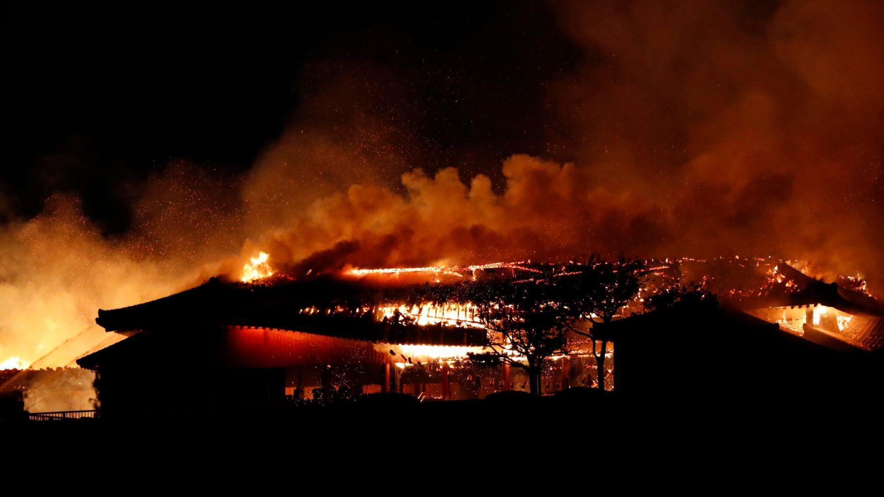 incendio-japon-castillo-shuri-fotos-videos-imagenes-okinawa-01