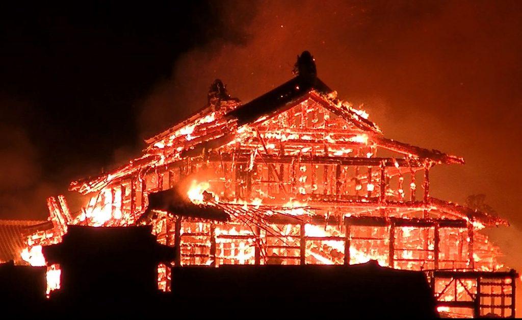 incendio-japon-castillo-shuri-fotos-videos-imagenes-okinawa-02