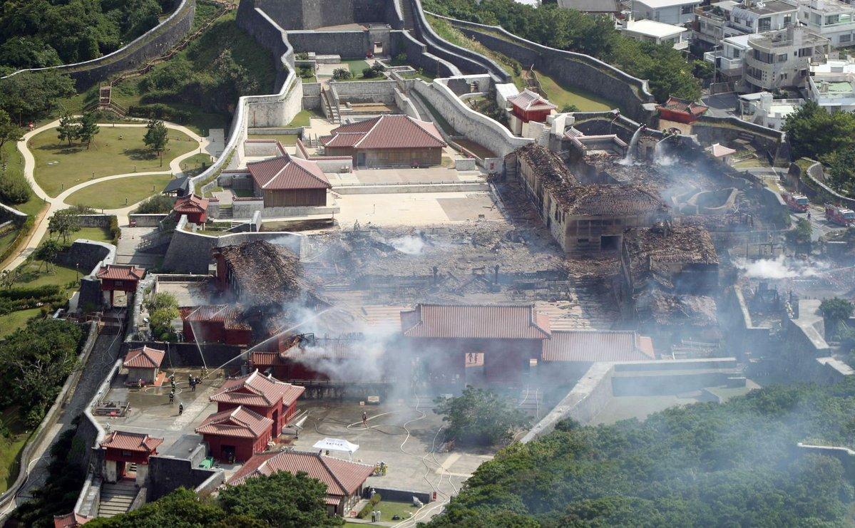 incendio-japon-castillo-shuri-fotos-videos-imagenes-okinawa-03