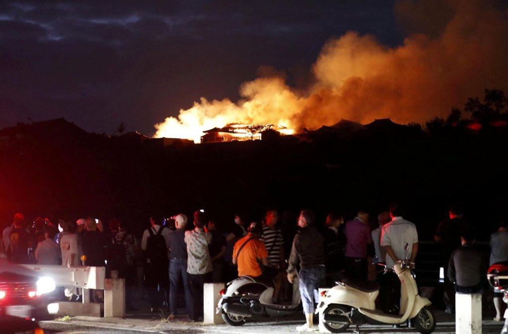 incendio-japon-castillo-shuri-fotos-videos-imagenes-okinawa-05