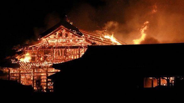 incendio-japon-castillo-shuri-fotos-videos-imagenes-okinawa