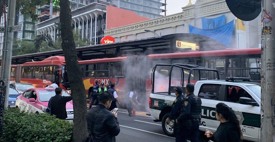Por falla mecánica, se incendió un Metrobús en la Estación Doctor Gálvez