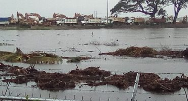 Lluvias inundan predio de Dos Bocas; Rocío Nahle descarta daños