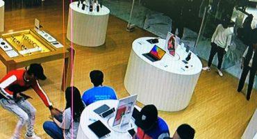 Asaltan iShop de Plaza Manacar; cuatro detenidos, dos son menores