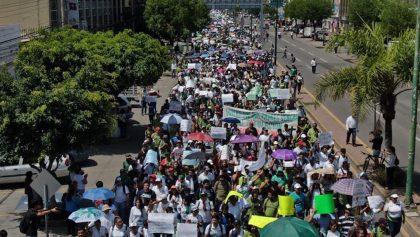 Cientos de estudiantes marchan y exigen seguridad en Celaya